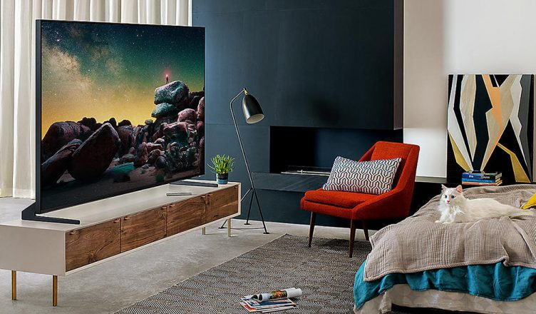Samsung Q900R lifestyle image