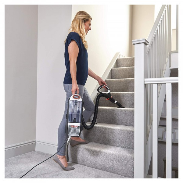 Shark NZ801UK portable and effortless on stairs.
